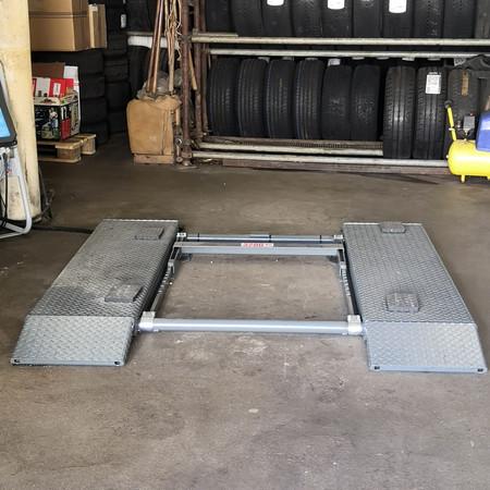 (Nouveau) 2ème poste de travail avec lift pneus-service